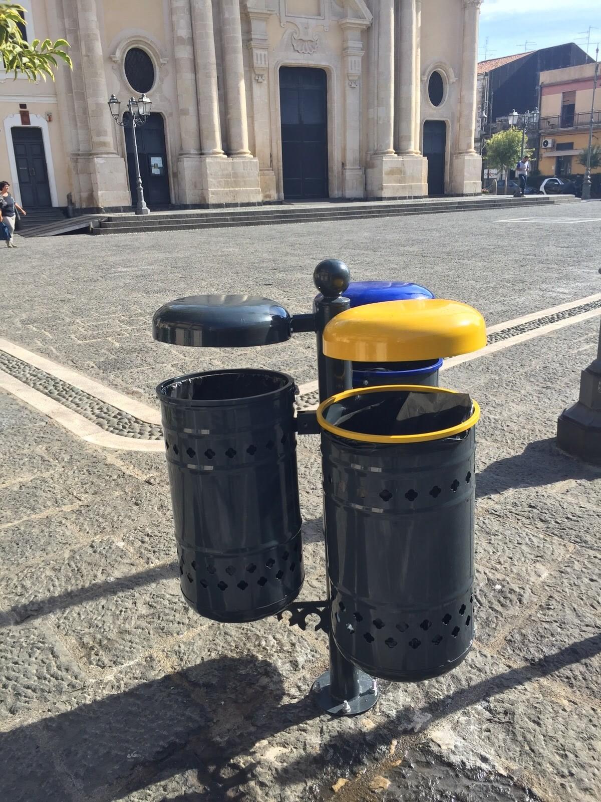 Lavori effettuati di arredo urbano elux for Arredo in via cavaliere catania